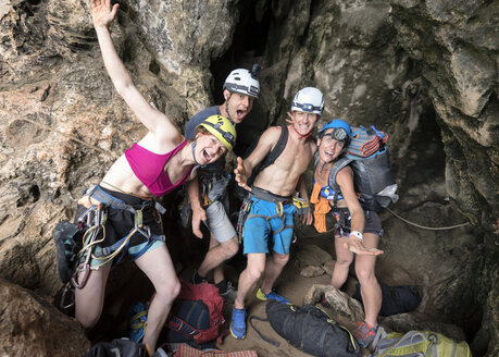 Thailand, Krabi, Railay Beach, happy group of climbers having a break - ALRF01028