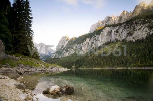 Austria, salzkammergut, Gosau, Lake Gosausee Gosaukamm in the background at sunset - STCF00508