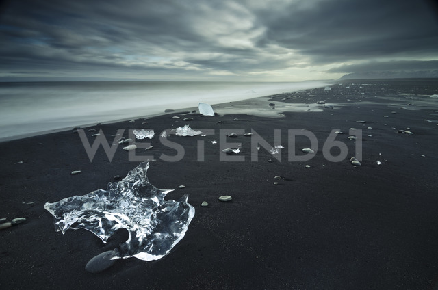 Iceland, pieces of ice at Jokulsarlon beach - STCF00529