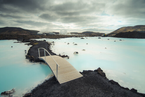 Iceland, Blue lagoon, bridge - STCF00547