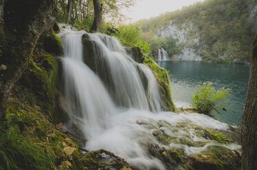 Croatia, Plitvice Lakes National Park, waterfall - STCF00574
