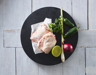 Raw chicken, lemongrass, red onion, lime, parsley, jalapenos - KSWF01869