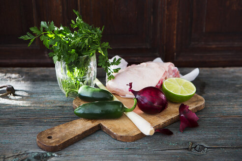 Raw chicken, lemongrass, red onion, lime, parsley, jalapenos - KSWF01872