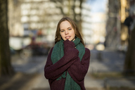 Portrait of a teenage girl in winter - FMKF04976