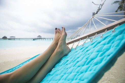 Maldives, feet of woman lying in hammock on the beach - ZEF15257