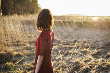 Young woman standing in field - FOLF01619
