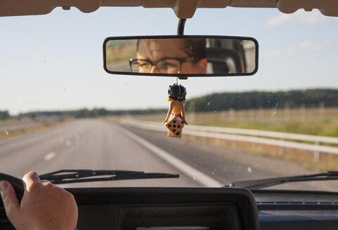 Mid adult woman driving car - FOLF02063