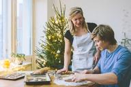 Couple preparing christmas cookies - FOLF03651
