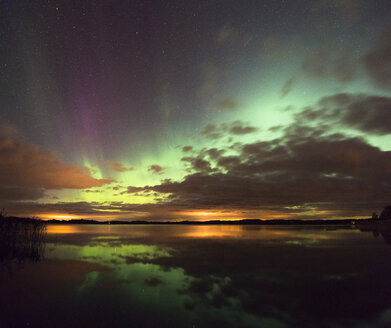 Aurora borealis and clouds reflecting in water - FOLF04065