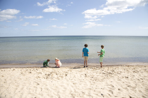 Children playing on beach - FOLF04221
