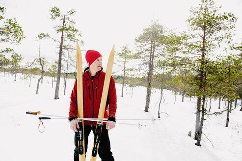 Skier standing in Kindla nature reserve - FOLF04323