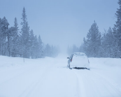 Car on rural road during winter - FOLF05061