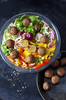 Bowl of mixed salad with vegetable balls - CSF29000