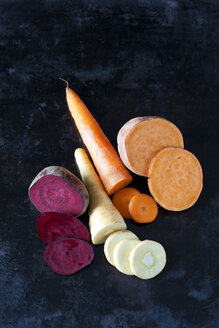 Sliced root vegetables on dark ground - CSF29036