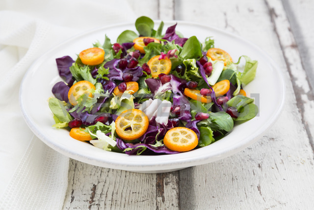 Mixed salad with kumquat, red cabbage and pomegranate seeds - LVF06835