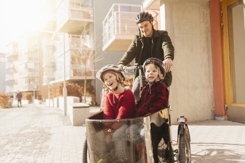 Man cycling with his sons - FOLF06264