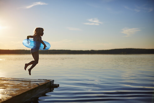 Girl jumping off a pier - FOLF06348