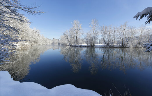 Germany, Bavaria, Upper Bavaria, Loisach in winter - LHF00561