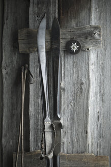 Old skis and ski poles leaning on wooden wall, Edelweiss - ASF06165