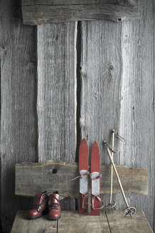 Old children's skis, ski poles and ski boots standing on wooden bench - ASF06168