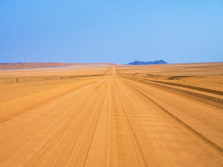 Africa, Namibia, Sand track D707 - RJF00763