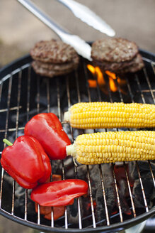 Hamburgers, corn and bell peppers on barbecue - FOLF07606