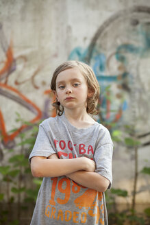 Boy with crossed arms - FOLF08557