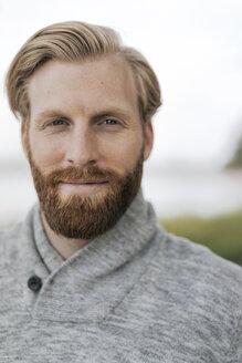 Portrait of bearded man - KNSF03676