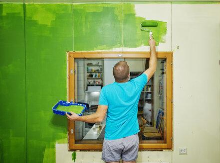 Man painting dining room - FOLF09014