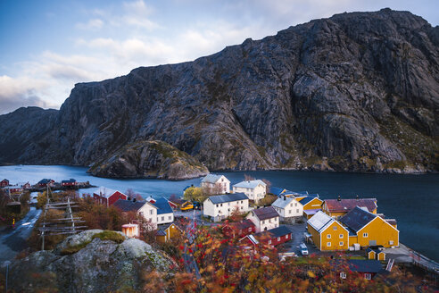 Norway, Lofoten Islands, Nusfjord, houses at the coast - WVF00954