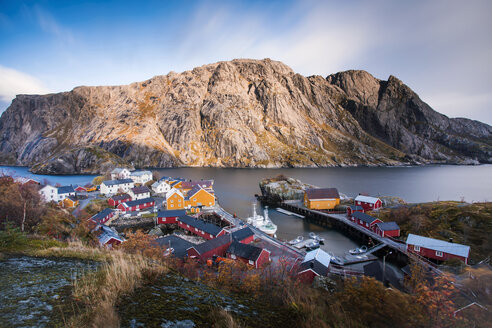 Norway, Lofoten Islands, Nusfjord, houses at the coast - WVF00957