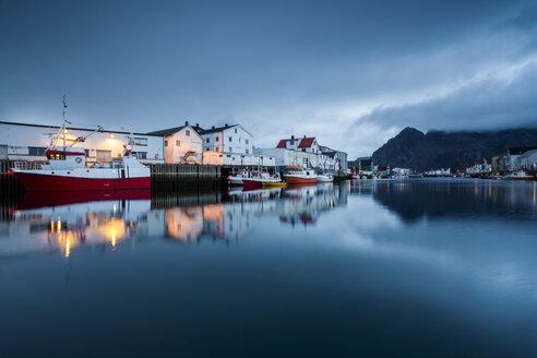 Norway, Lofoten Islands, Henningsvaer in the evening - WVF01003