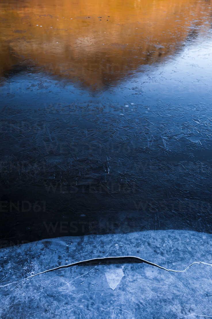 Norway, Lofoten Islands, frozen water - WVF01058 - Valentin Weinhäupl/Westend61