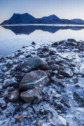 Norway, Lofoten Islands, water's edge - WVF01073
