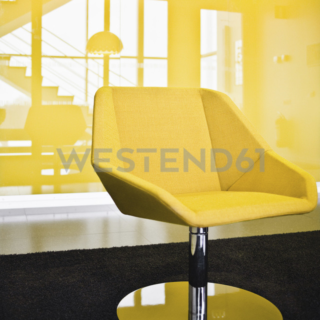 Yellow chair - MASF00349 - Martin Botvidsson/Westend61