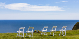 Scotland, Aberdeenshire, Empty chairs at the sea near Stonehaven - WDF04569