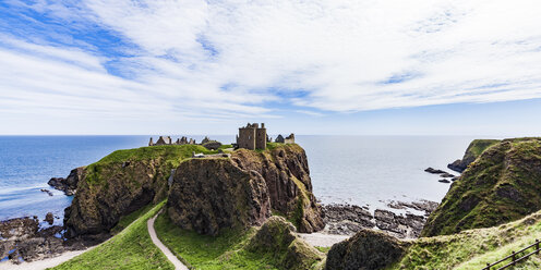Scotland, Aberdeenshire, Ruins of Dunnotar Castle at the sea - WD04572