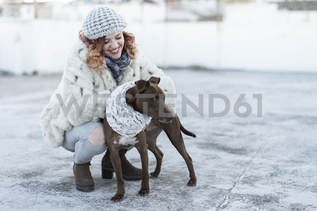 Happy young woman with her dog in winter - JASF01871 - Jaen Stock/Westend61