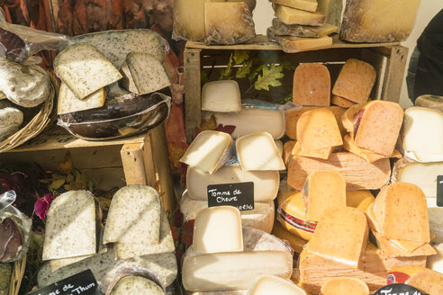 France, Paris, presentation of cheese shop - TAMF01027