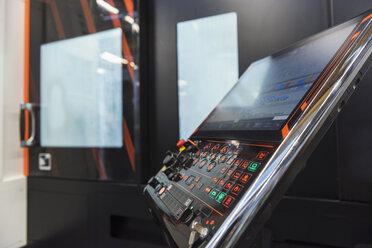 Machine control in factory - DIGF03660