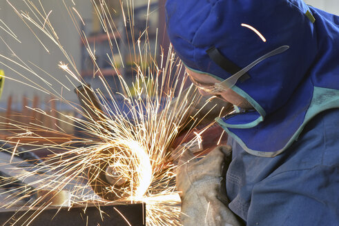 Worker using angle grinder in factory - LYF00807