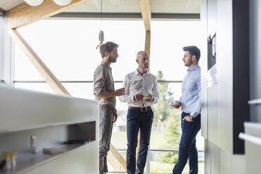 Three businessmen talking during coffee break - DIGF03808