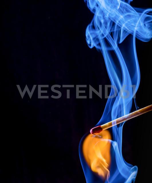 Light a match - EJWF00860 - EJW/Westend61
