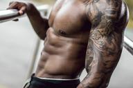 Tattooed biceps of physical athlete, close-up - DAWF00591