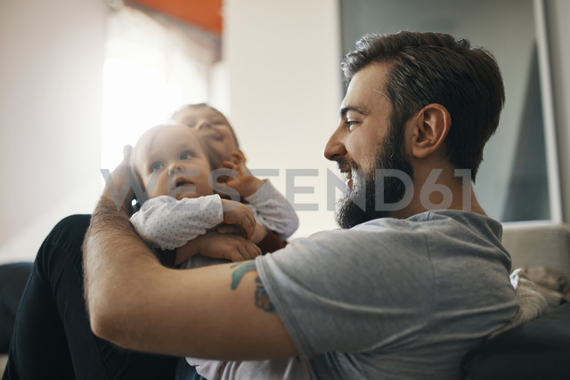 Happy father with baby girl and little son together at home - ZEDF01287