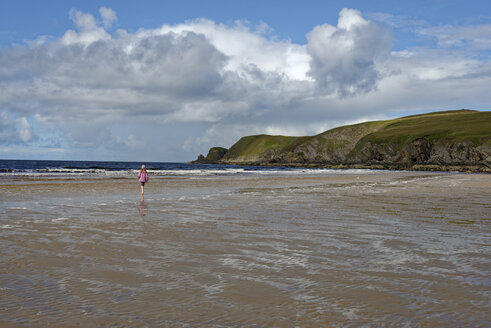 United Kingdom, Scotland, Highland, Sutherland, Bettyhill, girl walking at beach - LBF01902
