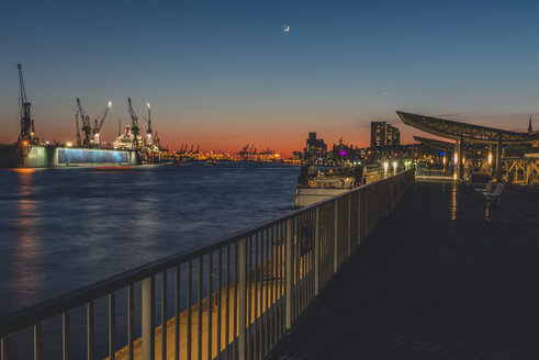 Germany, Hamburg, St. Pauli Landing Stages, Elbe river, docks in the evening light with crescent - KEBF00804