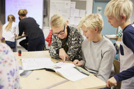Teacher teaching junior high students in classroom - MASF02038