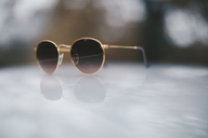 Sunglasses and reflection - OCAF00188