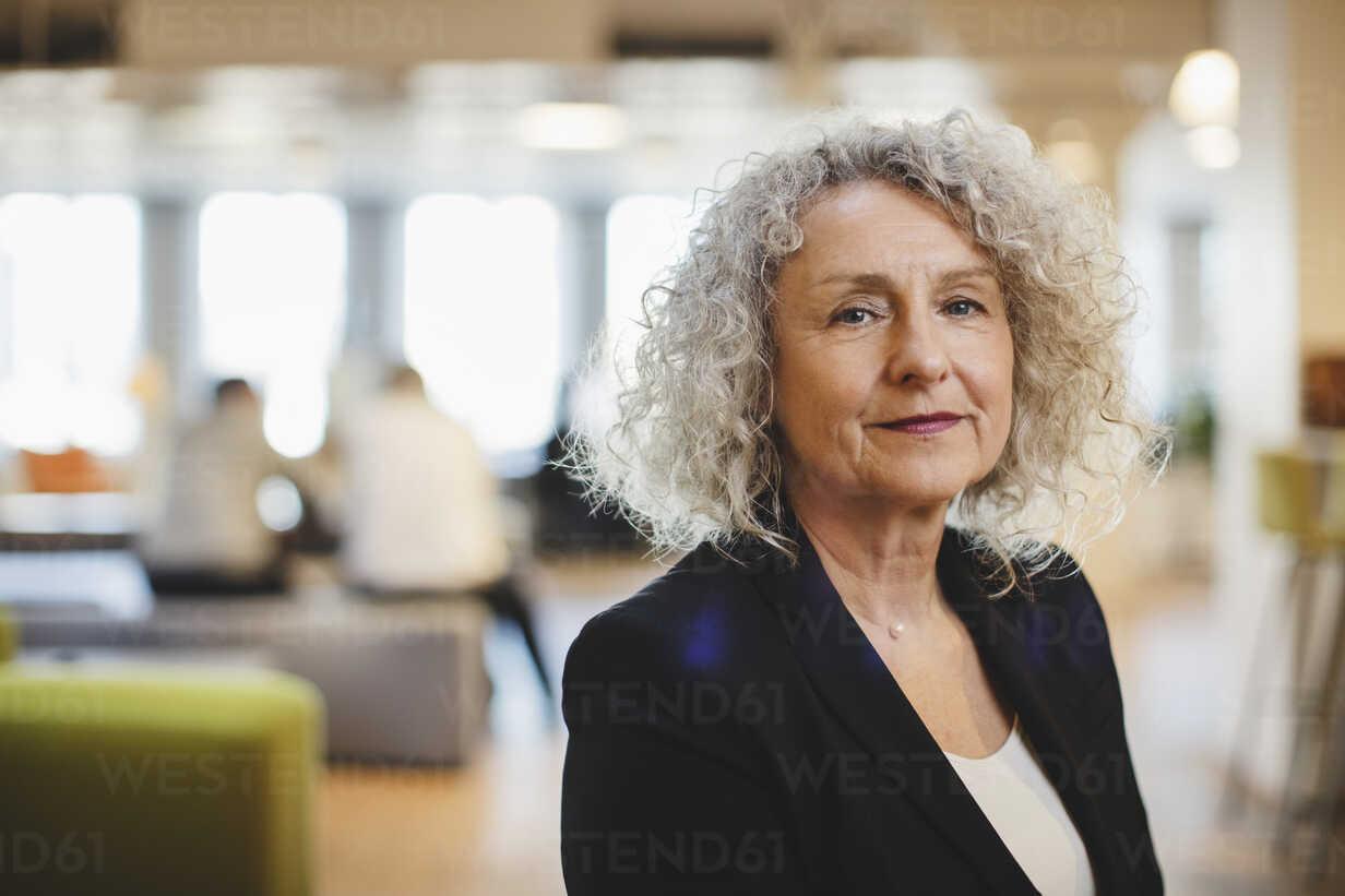 Close-up portrait of senior woman at corridor - MASF03726 - Maskot ./Westend61
